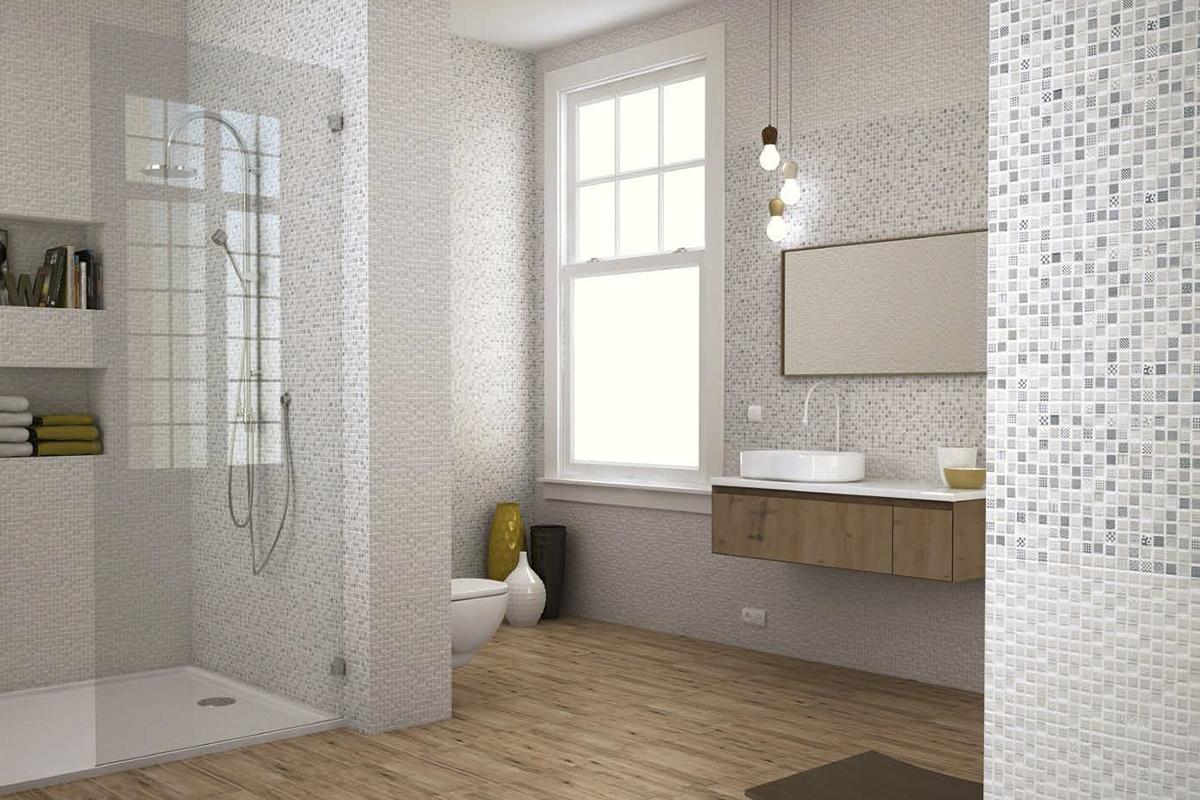 Baño con ducha y combinando azulejos