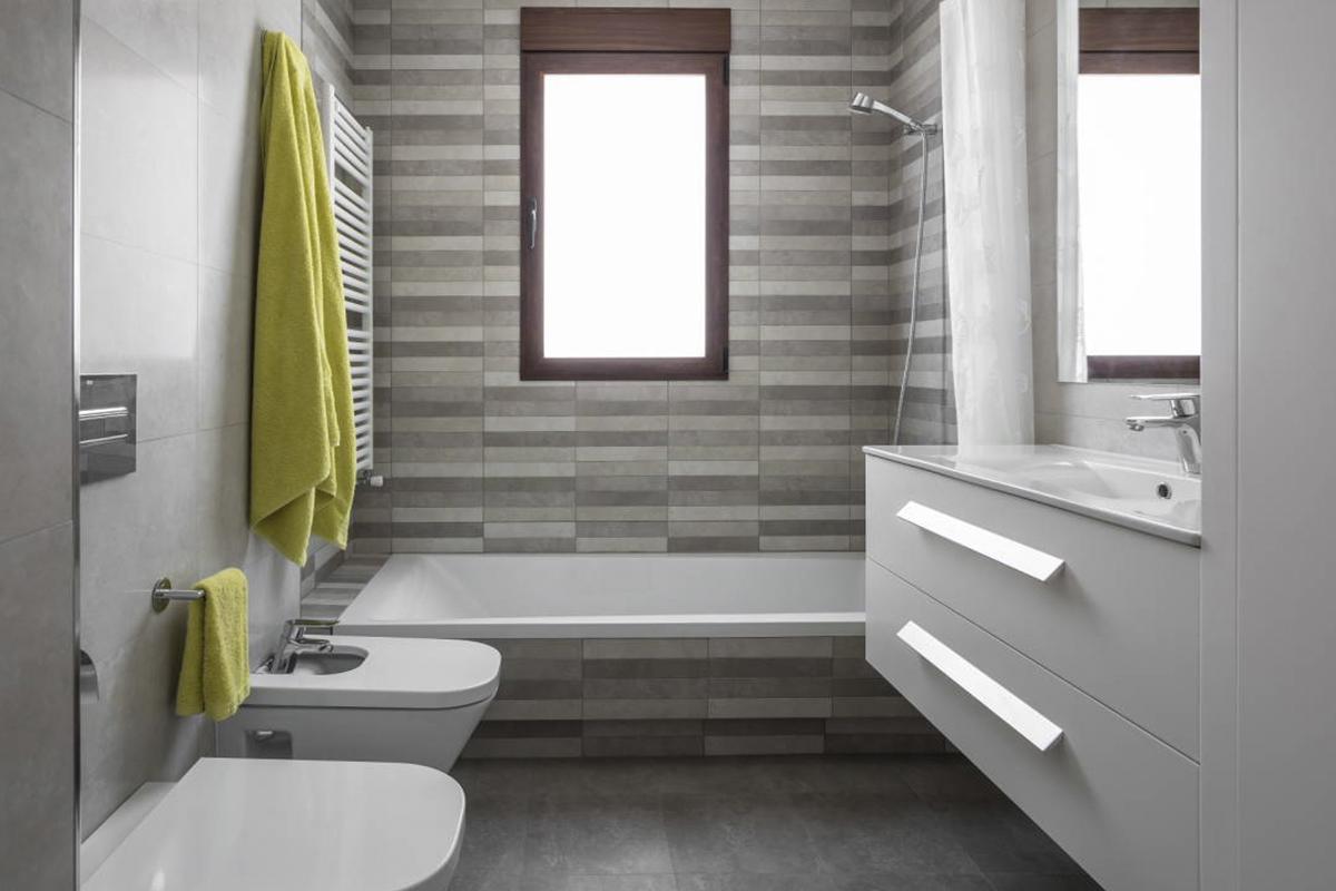 Baño con dos ambientes