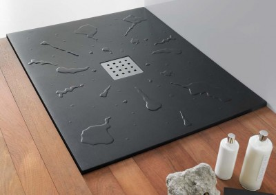 Plato de ducha con agua
