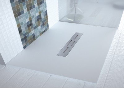 Plato de ducha con rejilla transversal